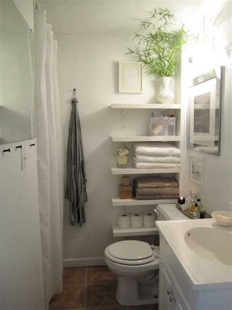 my apartment bathroom is exactly this size small i love my apartment bathroom theorderobsessed blogspot com