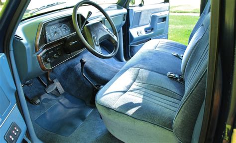1988 Ford F150 Interior by Check Out This Pristine 1988 Ford F 150 V8 4x4
