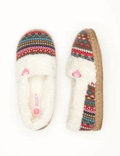 roxy house slippers 1000 images about slippers on pinterest roxy women s slippers and pine cones