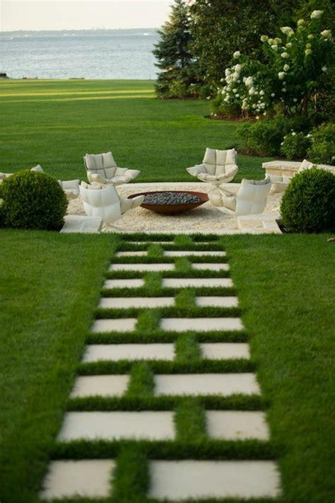 Merveilleux Faire Un Jardin Japonais Pas Cher #3: 0-allee-gravier-pelouse-verte-gravier-all%C3%A9e-pelouse-verte-meubles-de-jardin-faire-une-all%C3%A9e-de-jardin.jpg