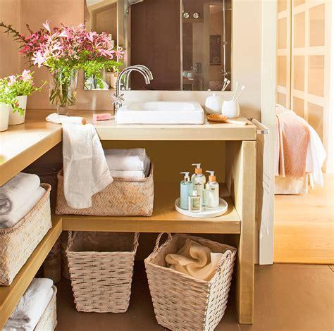 muebles con estantes ba 241 o con mueble en l y estante con cestas para toallas k