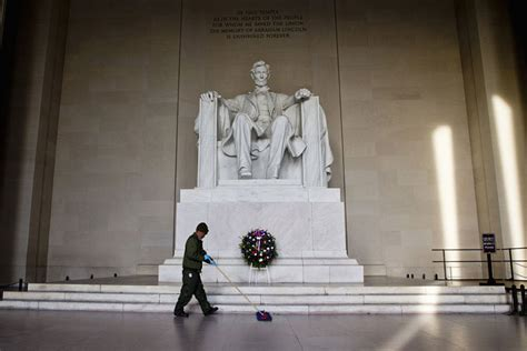president lincoln memorial philanthropist donates 18 million to refurbish lincoln