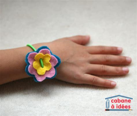 Un bracelet de fleurs en feutrine   Cabane à idées