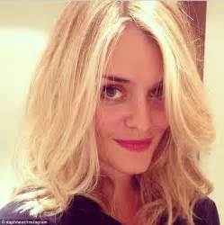 Daphne Oz Haircut 2015 | daphne oz debuts platinum blonde hairstyle daily mail online