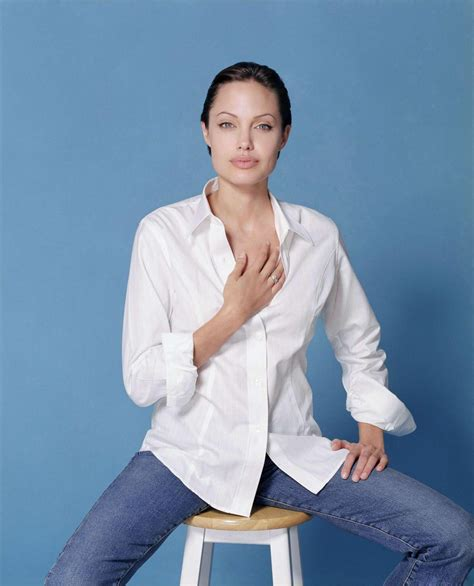 Style Angelinas Shirt in simple white shirt and closet of style