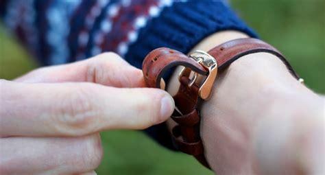 Apa Penyebab Jam Tangan Berembun dak negatif menggunakan jam tangan terlalu kencang