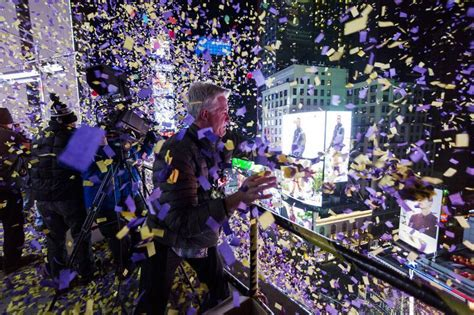 new years 2015 in new york new york 1 million partygoers braving the cold ring in