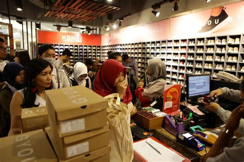 Sepatu Wakai Kota Kasablanka sejumlah ritel tutup wakai malah ekspansi gerai
