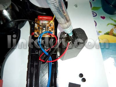 Senter Cas M memperbaiki baterai senter atau lu cas yang menyala