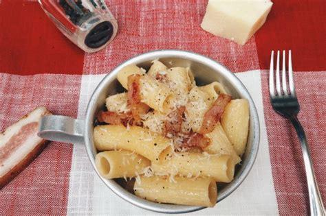 cucina romana pasta alla gricia pasta alla gricia la ricetta per farla cremosa