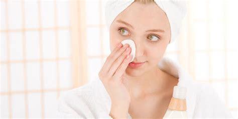 Sabun Cuci Muka Yang Tepat Untuk Kulit Berminyak 5 tips pakai makeup bagi kulit berjerawat lifestyle news