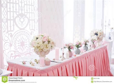 Hochzeitstafeln Dekorieren by Dekoration Der Hochzeitstafel Mit Zartem Rosa Gewebe