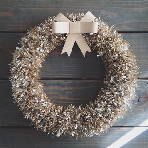 make a 5 minute tinsel wreath luxe lodge christmas