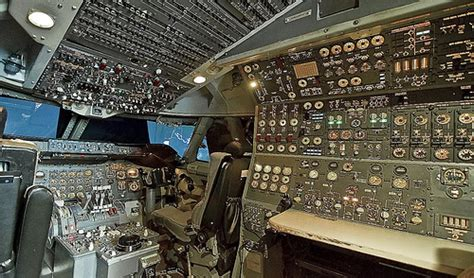 boeing 747 flight deck boeing 747 200 simulator flight deck flugsimulator