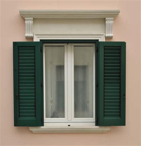 finestra con persiana aeffe3 porte fachechi legno meranti lamellare