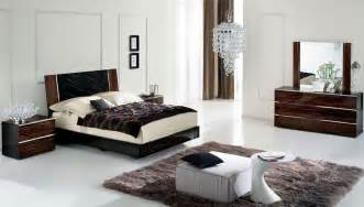 Dark Wood Bedroom Set Ideas Gallery For Gt White Bedroom With Dark Furniture