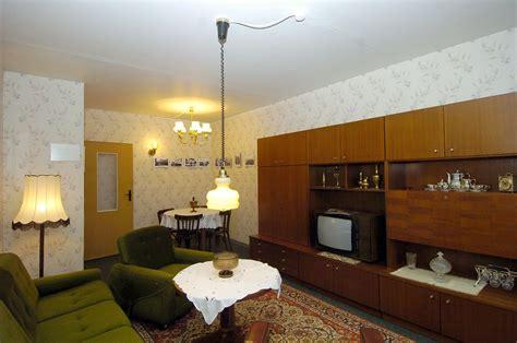 das wohnzimmer berlin touristen suchen ost lebensgef 252 hl in der quot rennpappe