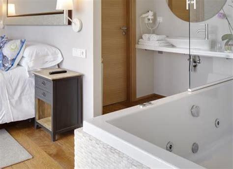 hotel hidromasaje habitacion hoteles con jacuzzi privado en la habitaci 243 n en guip 250 zcoa