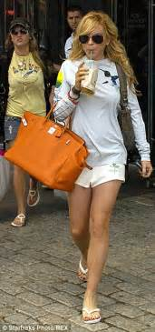 Lindsay Lohan Is A Tiger In The Sack by Lindsay Lohan S Casual Gets A Boost With 15k