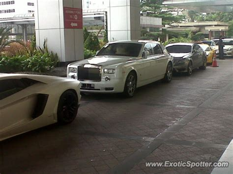 roll royce indonesia rolls royce phantom spotted in jakarta indonesia on 07 14