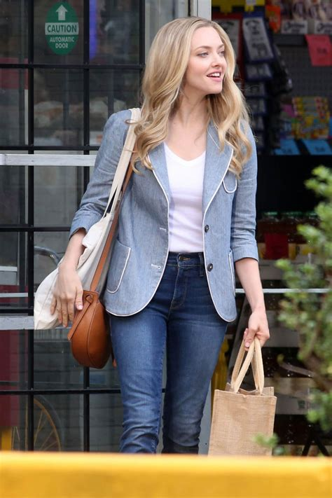 amanda seyfried on the set of the of racing in the