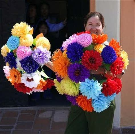 How To Make Mexican Tissue Paper Flowers - poca cosa april 2010