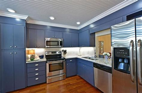 White And Blue Kitchen Cabinets Blue White Kitchens With Granite Countertops Kitchens With Blue Countertops White Kitchen