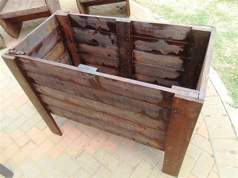 How To Make A Raised Planter Box by Raised Pallet Planter Box 99 Pallets