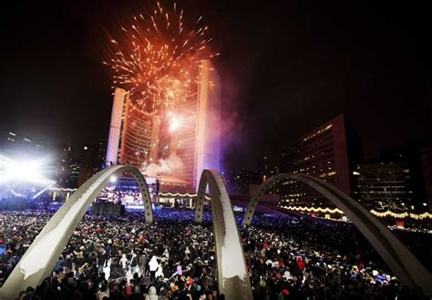 toronto new years fireworks magical minutes of fireworks celebrations that enlighten the world idevie