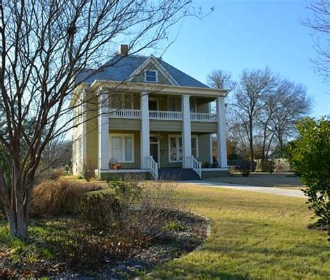 A Traditional Foursquare In Texas More Houses For Sale Hooked On | a traditional foursquare in texas more houses for sale