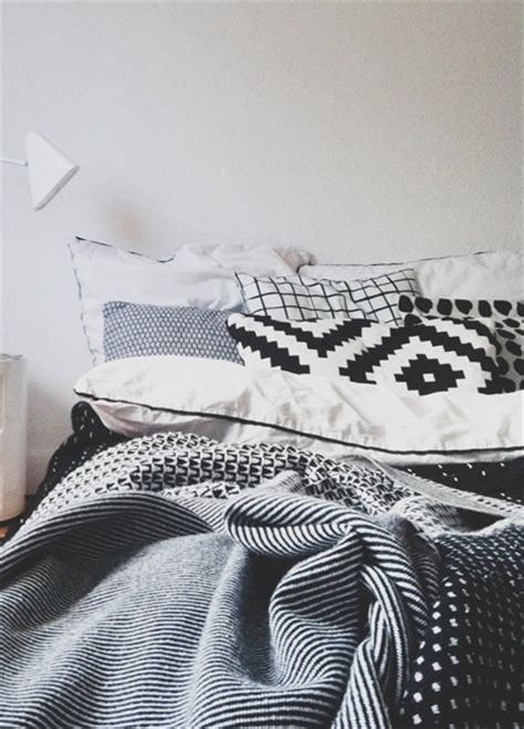 mixing patterns mixing patterns with patterns but keeping with a mono color story home decorating diy
