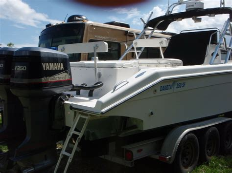 center console boats with cabin for sale dakota yacht inc 1998 36 ft center console fishing boat