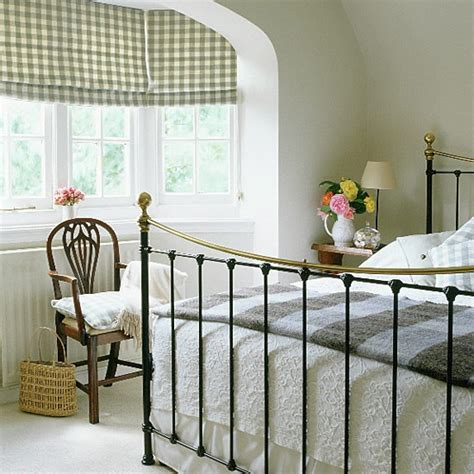 Bedroom Decorating Ideas Wrought Iron Bed Bedroom With Wrought Iron Bed And Antique Style