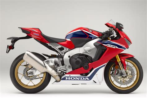 2017 Honda CBR1000RR SP Review: The RR is Back ( video)