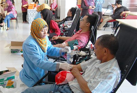 Universitas Airlangga 1 donor darah hingga bazar buku warnai hut ke 61
