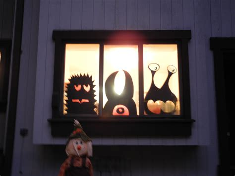 halloween diy decorations window monsters easy cheap diy halloween decorations