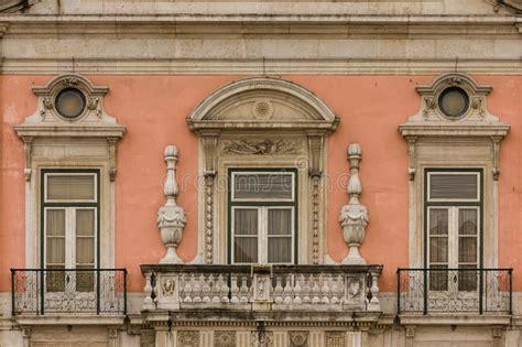 ufficio turistico lisbona balcone e finestre barrocco palazzo di foz lisbona il