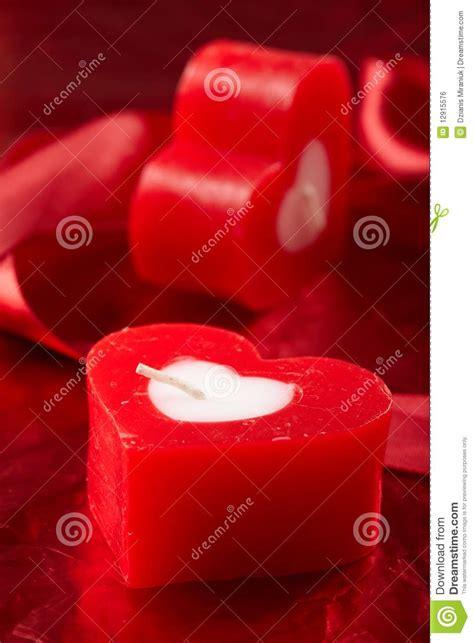 candele romantiche candele romantiche con il regalo fotografia stock