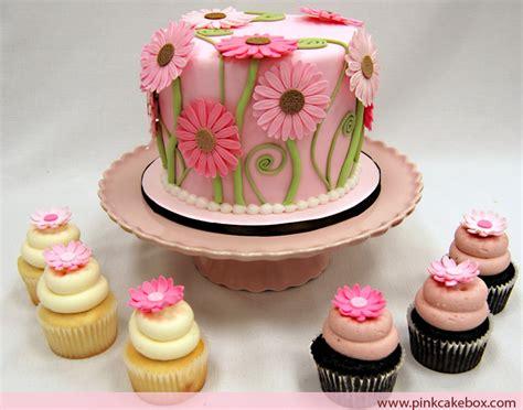 cupcake wedding shower cake bridal shower cupcakes with tower 187 pink cake box