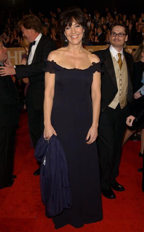 katey sagal style fashion looks stylebistro katey sagal off the shoulder dress katey sagal looks