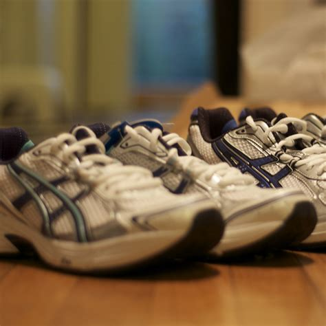 guide to buying running shoes tips on buying running shoes popsugar fitness
