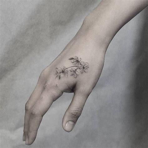 small hand tattoos tumblr 57 best tatuajes en la mano images on tattoos