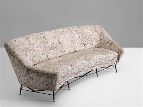 floral sofa at 1stdibs italian sofa with floral upholstery for sale at 1stdibs