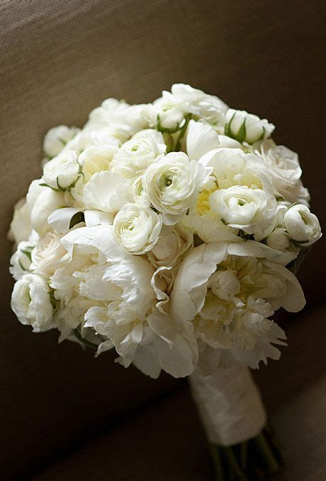 white bouquet all white wedding theme classic timeless flowers