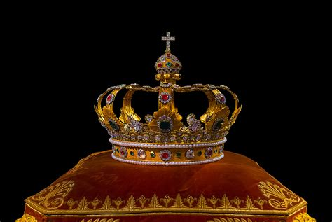 the king s crown is books file crown bavaria munich jpg wikimedia commons