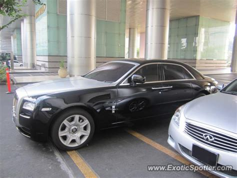 roll royce indonesia rolls royce ghost spotted in jakarta indonesia on 07 14 2012