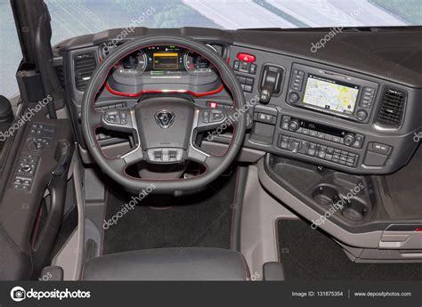 scania vrachtwagen interieur interior de camiones scania foto editorial de stock