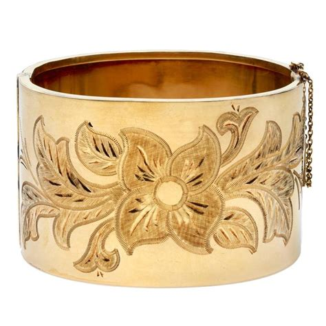 Nan Enamel Motif Panorama 1940s wide gold bangle bracelet with engraved