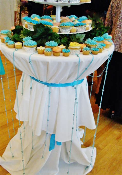 how to decorate a table for a wedding cake