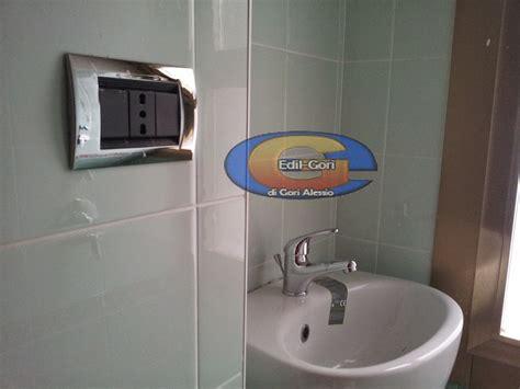 bagno piccolo con doccia foto bagno piccolo con nicchia lavabo doccia di edil